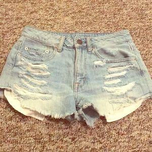 American eagle high waisted distressed shorts 😍